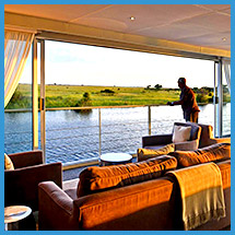 Zambezi Queen lounge